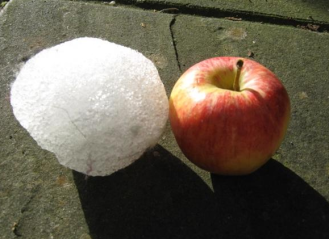 ice balloon and apple.PNG